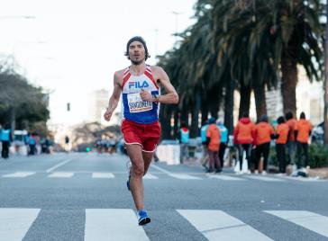 ¿Qué ejercicio es más efectivo para bajar la panza: correr o hacer abdominales?